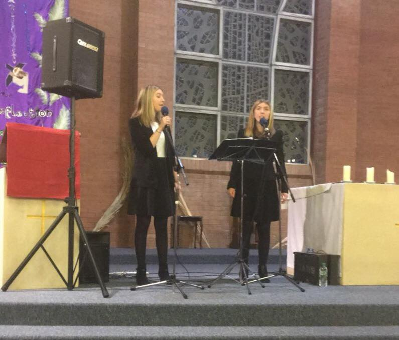 Jenna and Morwenna Cornish singers